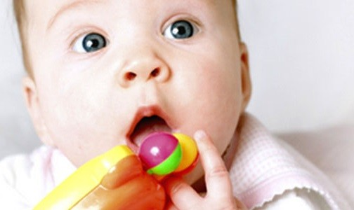 juguetes prohibidos y peligrosos para bebes