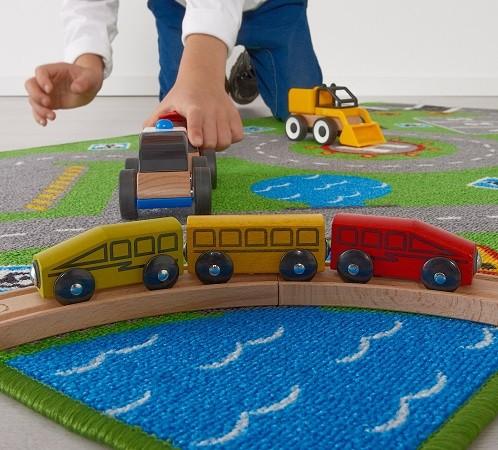 alfombra infantil con carreteras