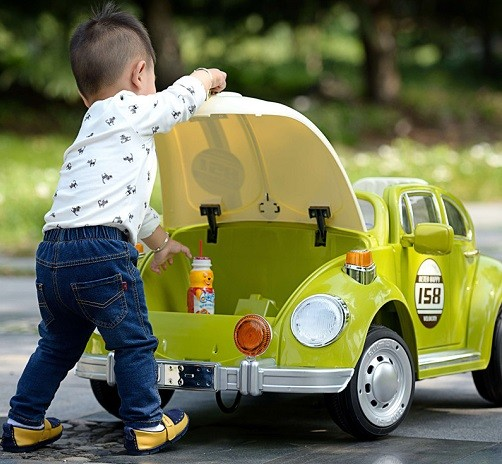 que debe tener un auto electrico para niño