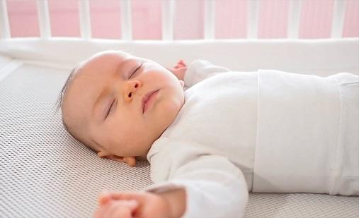 como deben ser los colchones de bebe