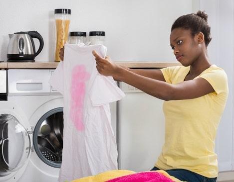 lavar ropa blanca y color con agua hirviendo