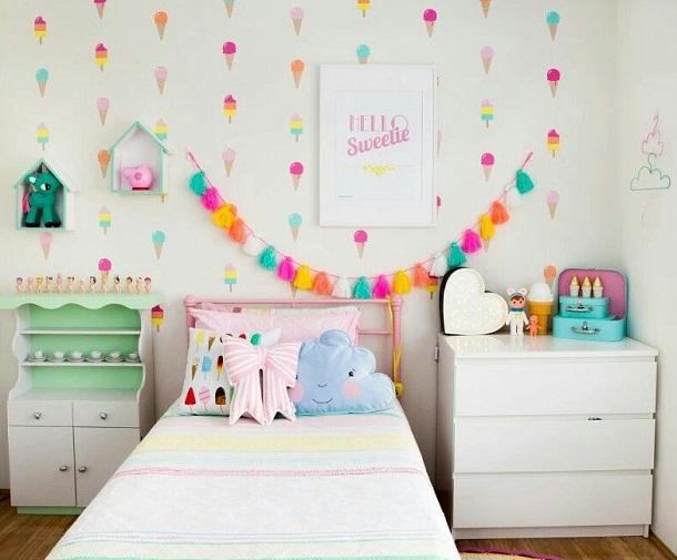 ambientar pared infantil con guirnalda decorativa